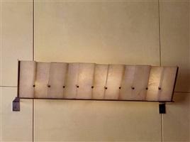paire d'appliques composées de onze feuilles d'albâtre enchâssées dans une monture en métal nickelé / pair of sconces with eleven alabaster sheets resting on a nickeled metal base by pierre chareau