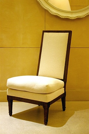 chauffeuse en chêne teinté, mouluré, à dossier légèrement incliné, reposant sur des pieds gaines / low chair in tinted oak, moldered, with a slightly reclined back, resting on tapered feet by jean-michel frank