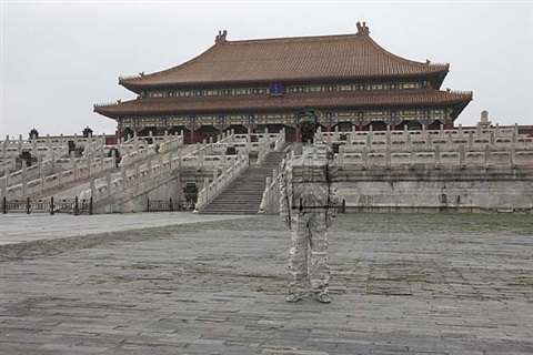 hiding in the city no. 89 - forbidden city by liu bolin