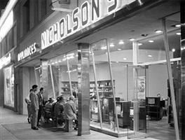 watching tv fights, nicholson's, sunset boulevard, 1949 by richard crump miller