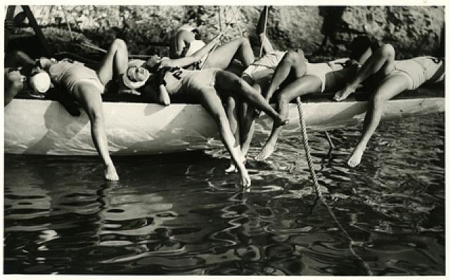 tournage du film 'les aventures du roi pausole, cap d'antibes, 1932 by jacques henri lartigue