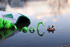 fantastic voyage by slinkachu