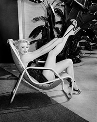 marilyn monroe stretching leg by frank worth