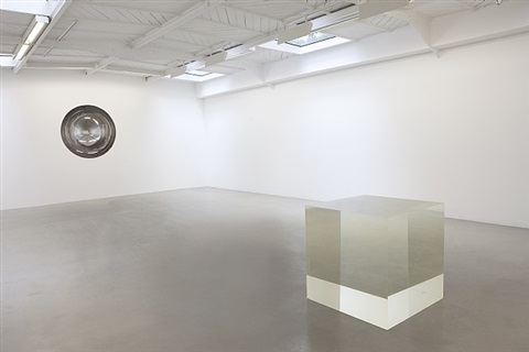 vue de l'exposition 'almost nothing', kamel mennour, paris, 2011 by anish kapoor