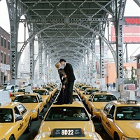 edythe and andrew kissing on top of taxis, new york, new york (ref-nym-0608-125-05) by rodney smith
