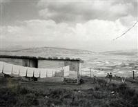 kite flying, near phuthaditjhaba, qwa qwa, may 1, 1989 by david goldblatt