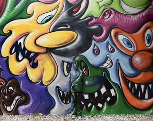 hiding in new york, no. 2 - kenny scharf mural by liu bolin