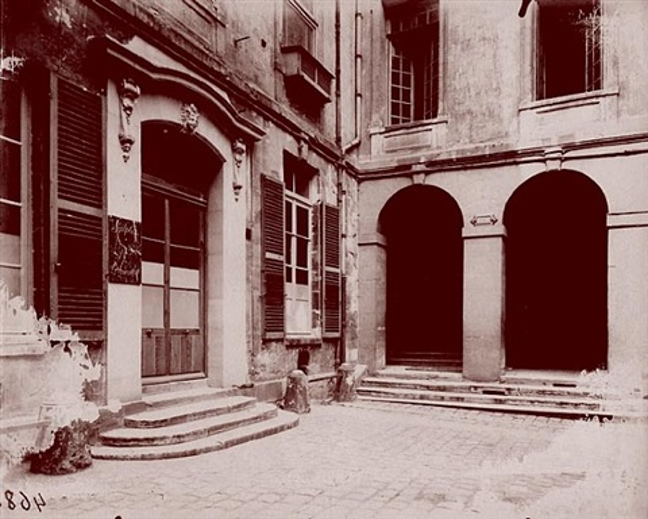 hotel le charron, 15 quai bourbon by eugène atget