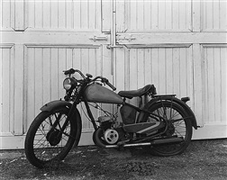 james dean's motorcycle, winslow farm, fairmount, in by george tice