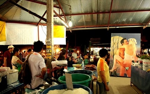 village and elsewhere: art – market/public space - jeff koons' wolfman in pakoitai market by araya rasdjarmrearnsook