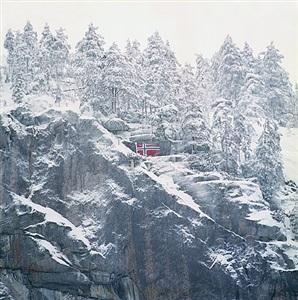 og høyt i toppen det norske flagg by rune johansen