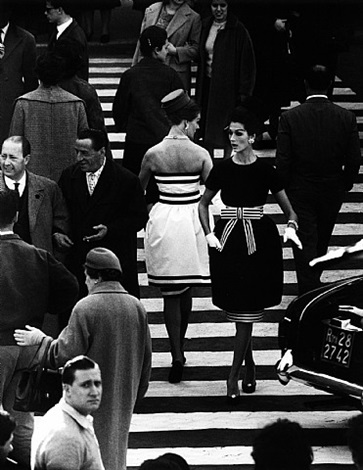simone + nina, piazza di spagna, rome, 1961 (v2) by william klein