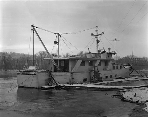 1998_13wl0005 (large boat) by alec soth