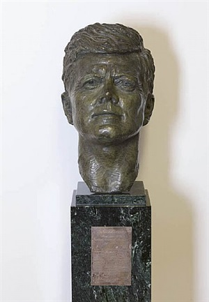bust of john f. kennedy by felix de weldon