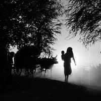 paysans en route pour la fête de l'eau, phnom penh, cambodge, 1956 by raymond cauchetier