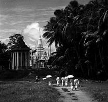 bonzes, phnom penh, cambodge, 1967 by raymond cauchetier