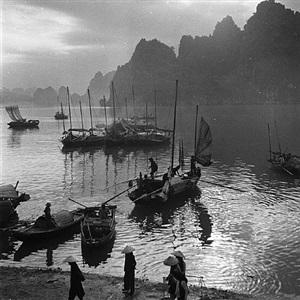 port de pêche de la baie d'along, vietnam, 1954 by raymond cauchetier