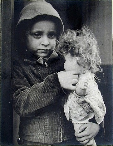 lower east side, child and doll, new york by lisette model