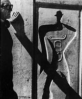 le corbusier devant le modulor à l'unité d'habitation de marseille by lucien hervé