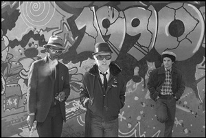 fab 5 freddy, debbie harry, and lee quinones, handball court at pike and cherry by bobby grossman