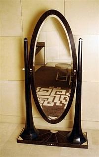 miroir pivotant en bois de palmier et amarante teintée brun foncé, présentant un décor de galuchat sur la base et au dos by clement rousseau