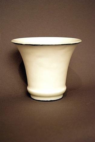 coupe évasée en céramique émaillée blanche bordée d'une fine ligne noire au col by émile decoeur