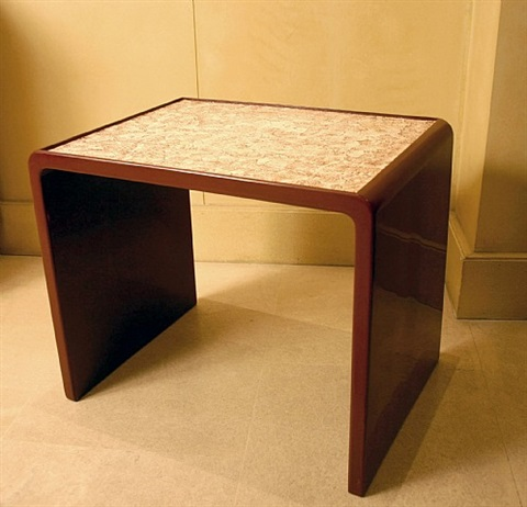 Table basse en laque rouge et coquille doeuf compos e dun - Table basse rouge laque ...