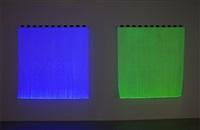 photo-souvenir : monochrome électrique – bleu b2 et monochrome électrique – vert b3, travail situé by daniel buren