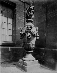 coin institute (vase) by eugène atget