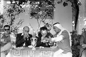 shimon peres à la rencontre des palestiniens. israël, octobre 1969 by gilles caron
