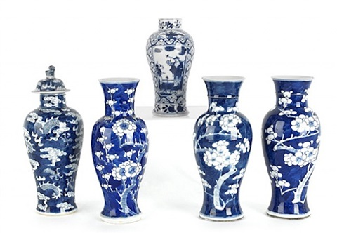lot no. 25: five chinese porcelain blue and white garniture vases
