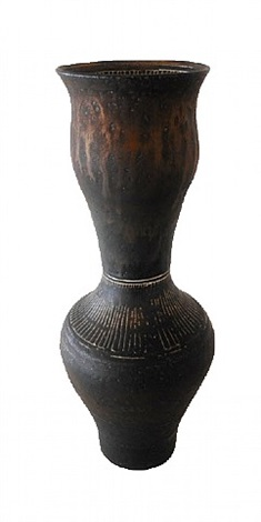 byzantine vase with scraffito by lucie rie