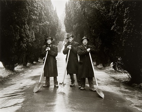 gravediggers, dublin by evelyn hofer