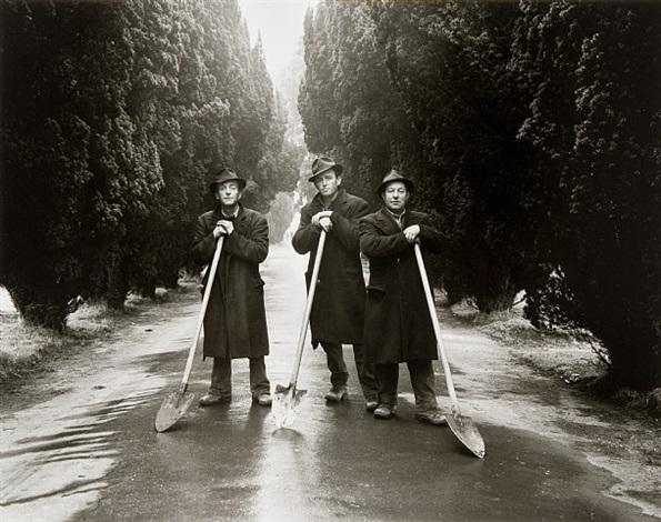 gravediggers, dublin by evelyn hofer