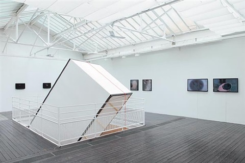 vue de l'exposition précipités by ismaïl bahri