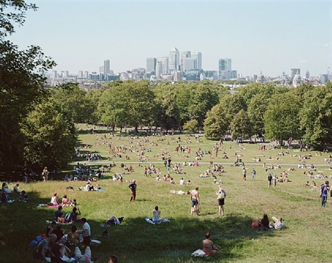 4375 greenwich park london by massimo vitali