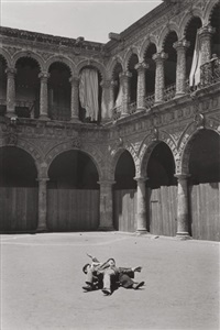 untitled (children playing in the courtyard) by helen levitt