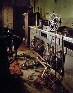 projection booth, inglewood, ca, etats-unis, 2008 by yves marchand and romain meffre