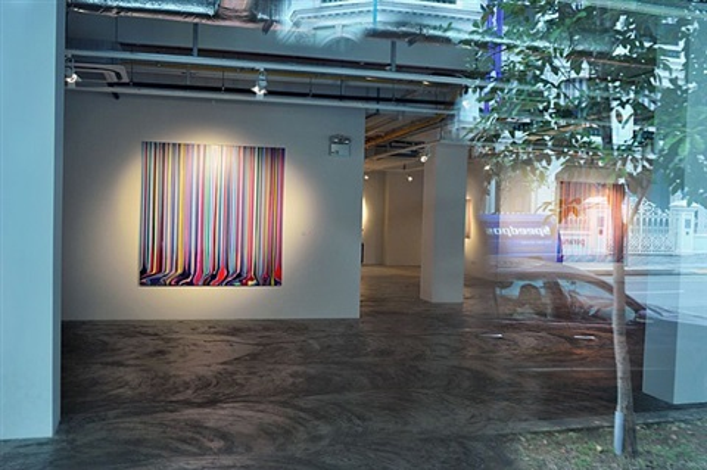 installation view - ian davenport: between the lines 3 by ian davenport