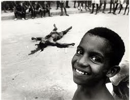 menino diante corpo (boy in front of corpse) by evandro teixeira