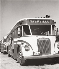 louisville-nashville bus as rest stop by esther bubley