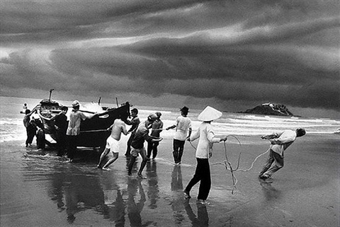 the vietnamese migration: the beach of vung tau by sebastião salgado