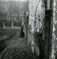rue de la cloche, menilmontant, paris by willy ronis