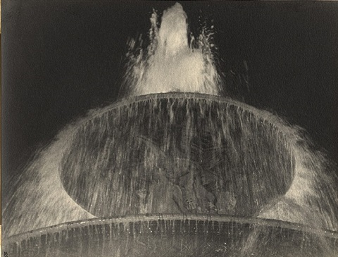 fountain. place de la concorde by ilse bing
