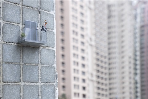 exit strategy by slinkachu