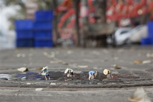 the food chain by slinkachu