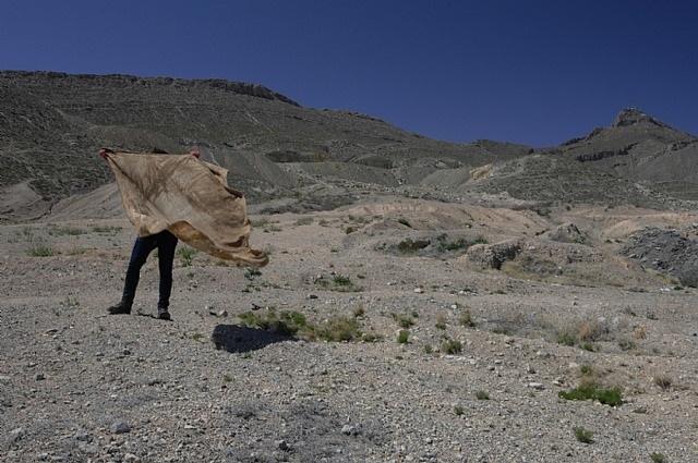 tela en el desierto by teresa margolles