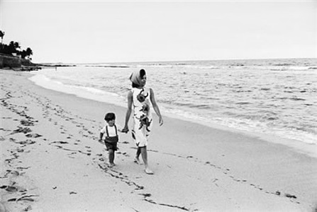 jacqueline kennedy with john jr, palm beach by mark shaw