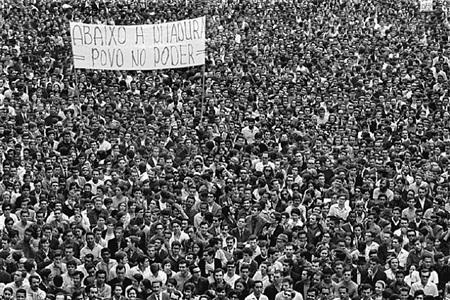 demostration of the 100,000, student movement, rio de janeiro by evandro teixeira