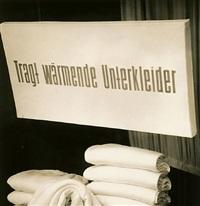 alexanderplatz, tragt wärmende unterkleider, berlin by thomas billhardt